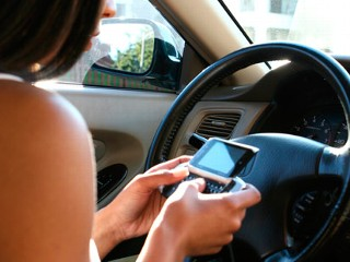 Cell Phone Software That Protects Your Kids on the Road and At School
